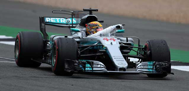Silverstone - Qualifica<br />Hamilton in pole, ma blocca Grosjean<br /><br />
