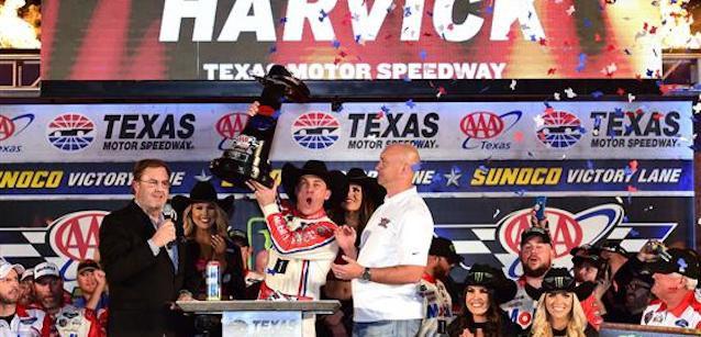 Texas, gara: Harvick, implacabile finale