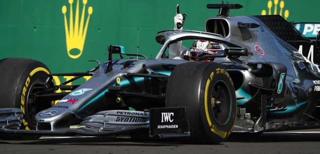 Clamorosa strategia Mercedes,<br />Hamilton superlativo, Ferrari affonda