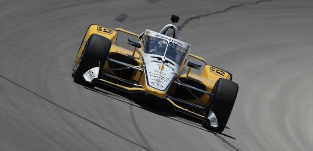 Fort Worth - Qualifica<br />Newgarden in pole, Sato a muro