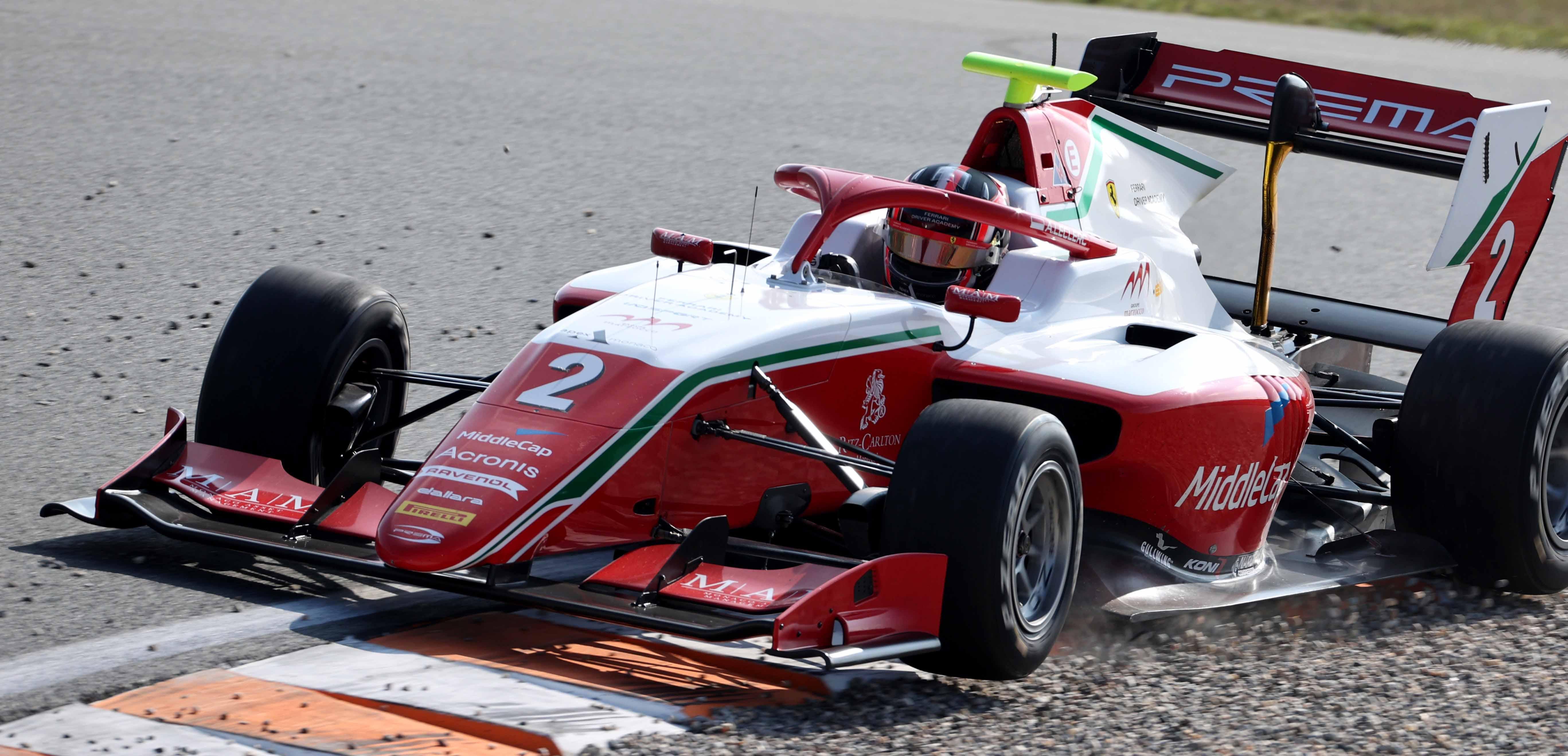 Zandvoort - Gara 1<br />Leclerc contiene Sargeant